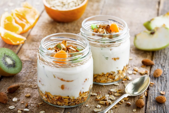 Vanilla yogurt with granola and fruit